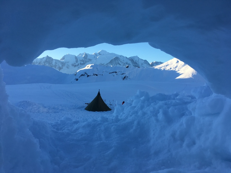 snow shelter overlooking mont blanc